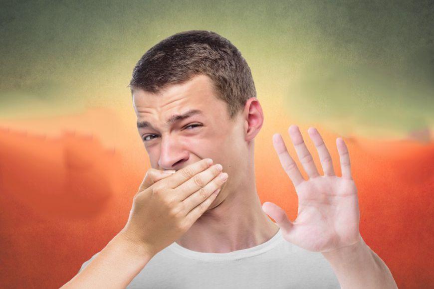 Неприятный запах изо рта - причины
